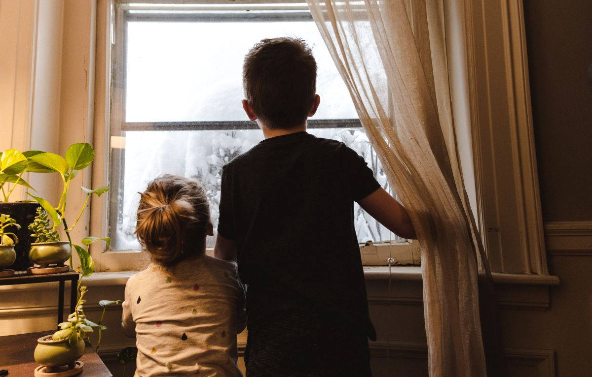 children looking outside